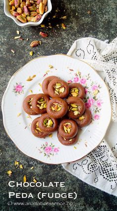 Step-by-step recipe with pictures to make chocolate peda/ chocolate mawa peda. How to make chocolate mawa peda, step wise tutorial pictures. Vegetarian Chocolate, Delicious Chocolate, Chocolate Flavors, Milk Recipes, Indian Food Recipes, Sweet Recipes, Indian Foods, Indian Milk, Peda Recipe