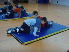 jeux d'opposition - suite - Le blog de delphine Delphine, Blog, Basketball Court, Kids Rugs, School, Physical Education Activities, Gym, Gymnastics, Kid Friendly Rugs