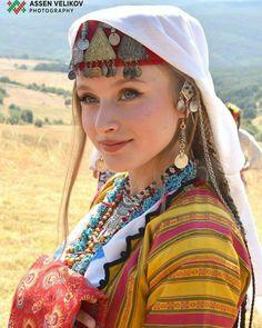 Bulgaria Beautiful People, Beautiful Women, Ethno Style, Local Women, Folk Embroidery, Folk Costume, People Of The World, Traditional Dresses, Beauty Women