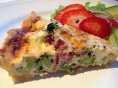 En bacon och broccolipaj stod på menyn i dag.  Paj kan varieras i det oändliga och passar både till vardags och fest.   Ingredienser:  Deg...