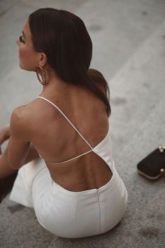 Daily Fashion and Style Inspo - pinned at February 27 2020 at - beautiful models and runway shows - casual street fashion - clothing for the modern professional woman and busy mother - outfit Mode Outfits, Fashion Outfits, Womens Fashion, 80s Fashion, Ootd Fashion, Fashion Fashion, Fashion Tips, Looks Party, Cute Summer Tops