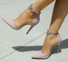 Frauen bevorzugtesten Schuhe 2018 & Beste Trend Mode Women& Most Preferred Shoes 2018 & Best Trend Fashion & The post Women& Most Preferred Shoes 2018 & Best Trend Fashion appeared first on Leanna Toothaker. Pretty Shoes, Beautiful Shoes, Cute Shoes, Women's Shoes, Shoe Boots, Dress Shoes, Shoes Style, Denim Shoes, Prom Shoes