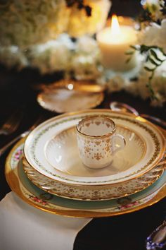 A collection of mixed gold vintage crockery - especially lovely for a special occasion. Beautiful Table Settings, Dinner Sets, China Patterns, Place Settings, Fine Dining, Decoration, Tablescapes, Tea Party, Entertaining