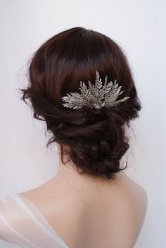Winter Wedding Comb, Bridal hair accessory, silver beaded Hair comb, Ice queen Headpiece