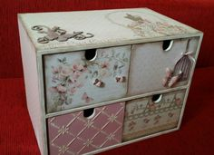 Joyero de scrap Más Decoupage Drawers, Decoupage Furniture, Decoupage Box, Decoupage Vintage, Furniture Making, Painted Furniture, Pretty Storage Boxes, Ikea Storage Boxes, Craft Storage