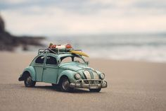 Photo :  Miniature car in the beach for holidays. Copy space