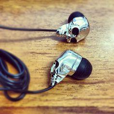 skull earbudz via @happymundane • Instagram