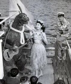 Godzilla in his free time. A man in a captain's hat strummed a ukulele while a nice lady danced.and godzilla. played a guitar. Jesse Owens, Godzilla Toys, Jimi Hendrix, Cartoon Meme, Old Posters, Movie Posters, Shu Qi, Japanese Film, Monsters