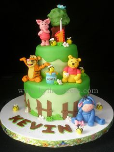 Winnie the Pooh cake ~~~~~~~ bolo Pooh by Kyllasweets, via Flickr