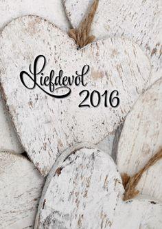 """Sfeervolle foto van houten harten. Met de tekst: """"Liefdevol 2016"""". Mooie moderne kaart voor een lieve nieuwjaarswensen."""