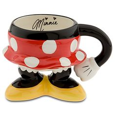 Shop Disney dinnerware featuring Mickey and Minnie Mouse and more. Disney characters on plates, bowls, and kitchen accessories brings fun to the dinner table. Disney Coffee Mugs, Cute Coffee Mugs, Cool Mugs, Coffee Cups, Disney Tassen, Mickey E Minnie Mouse, Tassen Design, Deco Disney, Disney Theme