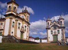 Cidade de Mariana, Estado de Minas Gerais (Brasil). Igreja de São Francisco e de Nossa Senhora do Carmo, erguidas no final do século XVIII.