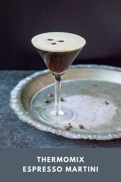 Espresso Martini, Espresso Coffee, Christmas Drinks, Christmas Recipes, Coffee Ice Cubes, Martini Recipes, Recipe Please, Coffee Beans, Vodka