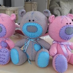 Amigurumi By Defne Dodediamigurumi Inst - Qoster Crochet Teddy, Crochet Bear, Crochet Patterns Amigurumi, Cute Crochet, Crochet Crafts, Crochet Dolls, Yarn Crafts, Crochet Projects, Cat Amigurumi