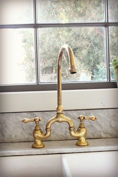 this is a definite yes unlacquered brass faucet update edt Kitchen Updates Kitchen And Bath, New Kitchen, Kitchen Decor, Loft Kitchen, Design Kitchen, Kitchen Interior, Küchen Design, House Design, Sink Design