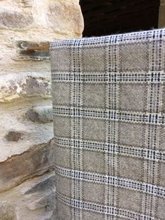 Mix of grey Welsh yarn, with a hint of pale icy blue Loom Weaving, Hand Weaving, Weaving Projects, Weaving Patterns, Woven Fabric, Needlework, Textiles, Throw Pillows, Quilts