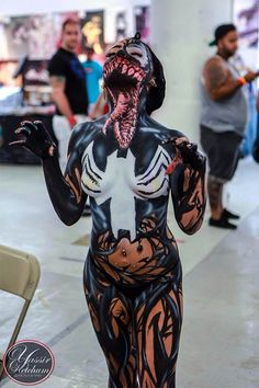 Fo real the best venom cosplay I've ever seen. (Spiderman)~i was scared when i saw this but yes this great cosplay Best Halloween Costumes Ever, Cool Costumes, Crazy Costumes, Art Costume, Amazing Cosplay, Best Cosplay, Female Cosplay, Costume Original, Full Body Paint