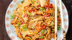 Geniálně jednoduchý, nabitý vitaminy a probiotiky, takový je korejský salát kimchi! Zkuste si ho připravit doma. Kimchi, Sushi, Fresh, Ethnic Recipes, Food, Fitness, Red Peppers, Meal, Essen