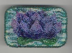 I've been wanting to try a beaded tin for a while now, and this just makes me want to try even more.