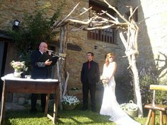 Arco hecho con maderas del mar. Para bodas.