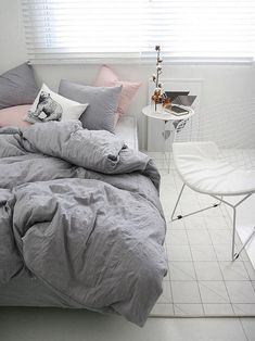 Dorm Room Pink And Grey And Green.Marble Comforter Set Bed Bath Beyond. 1001 Ides Pour Une Chambre Bleu Canard Ptrole Et Paon . Home and Family Dream Bedroom, Home Bedroom, Bedroom Decor, Budget Bedroom, Pink And Grey Bedding, Pink Bed, Gray Bedding, Queen Size Bed Sets, Bed Linen Sets