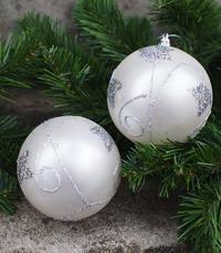 2e JOULUPALLORASIA (2KPL) 10CM. VALKOHOPEA Christmas Bulbs, Holiday Decor, Home Decor, Decoration Home, Christmas Light Bulbs, Room Decor, Home Interior Design, Home Decoration, Interior Design