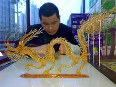 Using sugar to paint figures - China culture Food Sculpture, Sculptures, Zhao Liang, Kai Arts, Chocolate Work, Creative Food Art, History Projects, Popular Art, Sugar Art