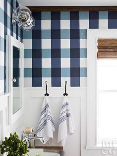 A wow-worthy buffalo check pattern is surprisingly simple to paint. The four-step process only requires three coordinating paint shades and a handful of simple tools, making it the perfect weekend project. - My Interior Design Ideas Bad Inspiration, Bathroom Inspiration, Home Interior, Interior Design, Gray Interior, Interior Decorating, Diy Wand, Diy Décoration, Fun Diy