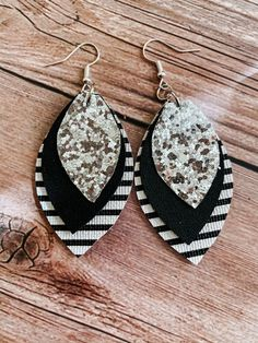 Handmade Custom Earrings and More. by SunshineCountryCo on Etsy - Oval shaped light weight faux leather dangle earrings. Black and white stripes, black, silver chunk - Diy Leather Earrings, Custom Earrings, Diy Earrings, Leather Jewelry, Leather Craft, Earrings Handmade, Crochet Earrings, Handmade Jewelry, Black Earrings