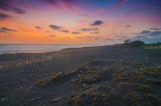 Sunset Depok Beach Bantul Yogyakarta. Ini lah kenapa saya mengangkat Pantai Depok untuk karya saya yang akan dilaksanakan di  pameran DIVANADIA  pada tanggal 13-15 November 2017 di Gallery Pandeng ISI Yogyakarta Fakultas Media Rekam Bersama teman-teman 1 angkatan.  @nikonindonesia ----------------------------------------------------------- . ... #nikontop #nikon_top #nikon_indonesia #pfamagelang #isiyogyakarta #iamindonesia #nikonphotography #nikonindonesia #iamindonesia #landscaper…