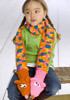 Crochet a colorful scarf that also entertains with fun hand puppets at each end. This scarf crochet pattern is a great crochet pattern for kids. Unique Crochet, Cute Crochet, Crochet For Kids, Easy Crochet, Crochet Poncho, Crochet Scarves, Crochet Stitches, Crocheted Scarf, Pattern Cute