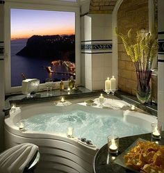 On a cliff 1000 feet above the sea, the luxury Hotel Caesar Augustus offers one of the most spectacular vistas to be found on the isle of Capri! Romantic Bathrooms, Dream Bathrooms, Beautiful Bathrooms, Luxury Bathrooms, Hotel Bathrooms, Bathtub Dream, Fancy Bathrooms, Glamorous Bathroom, Luxury Bathtub