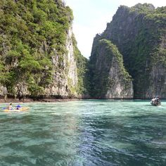 phiphi mayabay thailand  Whether it's adventure or sunbathing, it's got to be #MayaBay Koh #PhiPhi, Thailand. P.S. Seize the moment! http://phi-phi.com