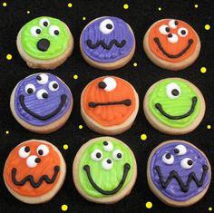 10 of the best Halloween Party Treats for putting a little spook into your desserts. Halloween desserts are the most fun to decorate! Halloween Desserts, Muffin Halloween, Comida De Halloween Ideas, Pasteles Halloween, Halloween Cookies Decorated, Halloween Sugar Cookies, Theme Halloween, Halloween Goodies, Halloween Birthday