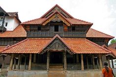 """The next experience im sharing here after returning from my native is my visit to """" Padmanabhapuram palace """" with my parents. Indian Temple Architecture, India Architecture, Vernacular Architecture, Famous Architecture, Traditional House Plans, Traditional Exterior, Kerala House Design, Kerala Houses, Indian Homes"""