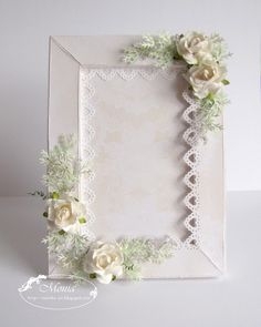 Stunning paper frame ... found here ... http://monika-jot.blogspot.com/search?updated-max=2012-01-09T11:12:00%2B01:00=4=48=false