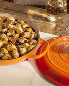 The Le Creuset Signature Braiser cooks up epicurean casseroles and stews to satisfy the heartiest of appetites.