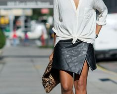 Quilted leather skirt - I want so much. Always wear a white shirt. Looks Chic, Looks Style, My Style, Style Blog, Wrap Style, Passion For Fashion, Love Fashion, Fashion Trends, Net Fashion