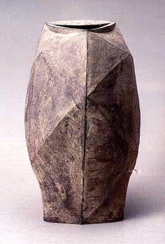 Black Vase by Mori Togaku Japanese Ceramics, Japanese Pottery, Ceramic Clay, Ceramic Vase, Pottery Vase, Ceramic Pottery, Black Vase, Pottery Techniques, Japanese Design
