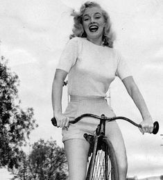 Marilyn Monroe as you've never seen her before as unknown model Norma Jeane Marilyn Monroe Outfits, Marilyn Monroe Stil, Marilyn Monroe Photos, Marylin Monroe Style, Marilyn Monroe Birthday, Divas, Pin Up, Hollywood Stars, Old Hollywood