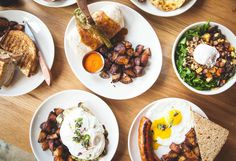 The best brunch spots for eggs, bacon, pancakes, french toast, and mimosas in Philly neighborhoods. Breakfast Burger, Breakfast Specials, Overnight Blueberry French Toast, Brunch Spots, Brunch Dishes, Healthy Living Magazine, Easy Healthy Breakfast, Diet Recipes, Diet Meals