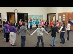 Cut the Cake - a singing game / Ta rest prep or practice in the elementary Kodaly music classroom TIP- Runners need to stop & shake hands & say 'Good Morning, Good Afternoon, & Good Night' then go the rest of the way. Love that safety tip! Kindergarten Music, Preschool Music, Music Activities, Teaching Music, Movement Activities, Teaching Resources, Singing Games, Music Lesson Plans, Music And Movement