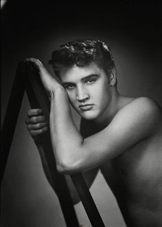 Elvis {eye candy}..................all I can say is OMG ;)