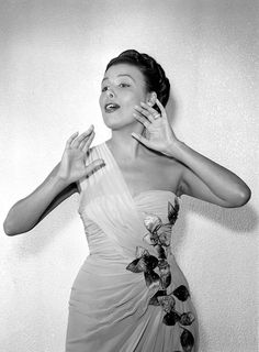 September Lena Horne - ) the American singing star and film actress. Original Publication: Picture Post - 5114 - Lena Horne Sings The Blues - pub 1950 (Photo by Raymond Kleboe/Picture Post/Getty Images) Lena Horne, Vintage Black Glamour, Vintage Beauty, Gone Girl, Simple Girl, Vintage Hollywood, Classic Hollywood, Classy And Fabulous, Timeless Beauty