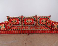 New oriental floor seating ideas Floor Seating, Table Seating, Seating Plans, Living Room Sofa, Living Room Furniture, Floor Couch, Floor Cushions, Wrought Iron Patio Chairs, Ottoman Sofa