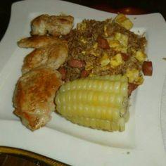 Pollo, choclo y arroz chaufa