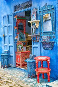 💞Le Maroc en bleu 💞 N'hésitez pas à vous abonner si vous trouverez le contenu intéressant💞 Moroccan Decor, Moroccan Style, Beautiful Streets, Beautiful Places, Blue City Morocco, Art Marocain, Blue Painted Walls, Kind Of Blue, Colourful Buildings