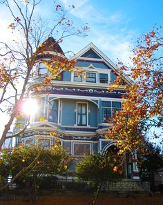 vintagebayareahomes:  Fall is in the air. Alamo Square, San Francisco, CA. Happy Thanksgiving!