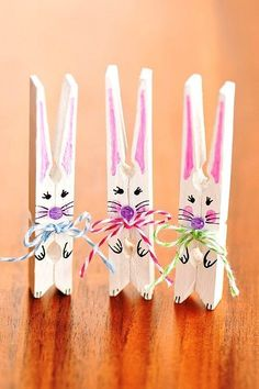 This list of simple Easter crafts for kids is absolutely adorable! From egg carton chicks to cotton ball bunnies there are tons of Easter craft ideas here! Easter crafts Simple Easter Crafts for Kids - One Little Project Easy Easter Crafts, Easter Projects, Easter Art, Bunny Crafts, Easter Crafts For Kids, Crafts To Do, Crafts Toddlers, Easter Bunny, Rabbit Crafts