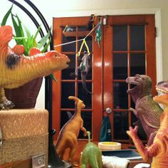 Dinovember: Parents spend month convincing their children that their toy dinosaurs come to life Plastic Dinosaurs, Dinosaur Toys, Dinosaur Party, Dinosaur Stuffed Animal, Minion Party, Puppies And Kitties, Practical Jokes, Kids Corner, T Rex